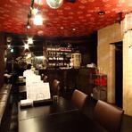 居心地のいいカウンター席は、1人でお酒を楽しむには最適な空間