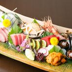 毎朝柳橋市場で生きたまま仕入れる鮮度抜群の魚介だからこそ、味わってほしいのが『お刺身』です。夏は穴子、冬はフグやカワハギなどが絶品。きめ細やかで程よく脂の乗った伊勢マグロもお勧めです。