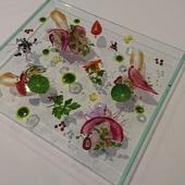 三崎鮮魚のカルパッチョ 梅肉と白ワインのソース シチリア産EXVオリーブオイルと紫蘇の香り