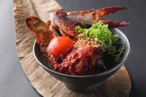 渡り蟹の甘さと味噌の辛味が絶妙なあじわいで箸がすすむ『極美ケジャン飯』