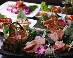 ヒレ肉の最上部位シャトーブリアン・アワビ・ハマグリ・極美ケジャン飯を含む計12品のコース