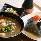 仙台味噌をつかった宮城のソウルフード『宮城風芋煮セット』 選べるおにぎり2個