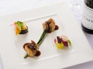 コラーゲンたっぷり。十和田産の野菜と満喫できる『ガーリックポーク三枚肉のカリカリロースト』