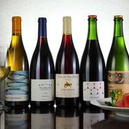 フランスワインを中心にバリエーション豊かなワインが揃います。ワイン好きの店主ならではのこだわりの品ぞろえ。料理に合わせて好みのものをチョイス。おすすめを聞いて試してみると新しい味に出会えそうです。