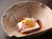 胡麻と紫蘇の爽やかな香りに誘われる『先付・胡麻豆腐』
