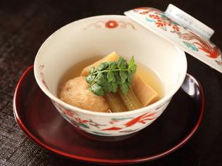 日本の四季を肌で感じられる、旬の食材が詰まった『鉢』