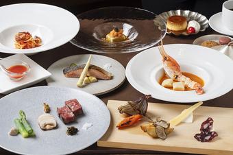 バード・ウォッチ・カフェ料理長伊藤からの贈り物 特別ディナーで、素敵な時間をお楽しみください。