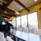 プライベートな空間で食事と会話を満喫できるお席を用意