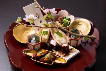 季節の食材が美しく盛られた『盛り込み』