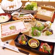 朱色の壁面が印象的なテーブル個室は、高級感もたっぷり。最高品質の豚肉「大山もち豚」のしゃぶしゃぶやせいろ蒸しは、大切なお客様のおもてなしに最適です。