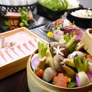 各ブランド豚は現地から直送して吟味。こだわりのつけダレやお出汁で召し上がって頂くブランド豚しゃぶを季節に合わせたプランでご用意しております。