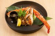 鉄板焼きで豪快に焼く、贅沢な逸品『大タラバ蟹』