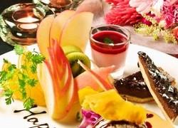 メインは贅沢に<伊勢海老 or 大タラバ蟹 × 黒毛和牛> こだわりの食材をシンプルに鉄板焼きに。