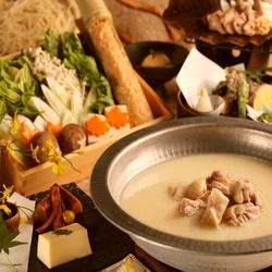 旬の野菜や上質なお肉を使ったあかね特製すき焼きを食べ放題でどうぞ。