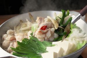地場産の新鮮な生もつを使い、こだわりのスープで味わう『白の牛もつ鍋』
