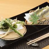 サクッと揚げられた季節の味覚『稚鮎と山菜の天ぷら』