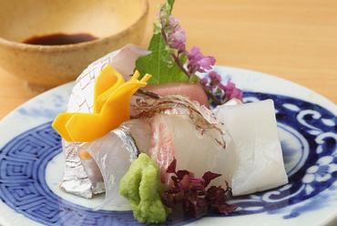 はしり、旬、名残りといった、季節の鮮魚が楽しめる『盛り合わせのつくり』