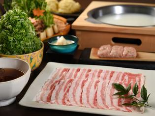 豚肉の旨さを再発見! 秘伝のつゆで食べる『豆乳とんしゃぶ』