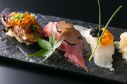 高級食材のフォアグラを握り寿司でお召し上がりください。フォアグラ定番ソースのバルサミコソースとあっさりおろしポン酢の2種類をご用意。