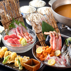 活サザエ、活ホタテ、活白はまぐり、など巨大水槽から鮮度抜群のままテーブルで焼いていただきます