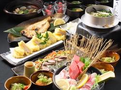 本鮪・かんぱちの刺身、穴子、甘鯛一夜干し、蓮根挟み揚、ローストビーフの彩り野菜、明石タコ炊込みご飯等