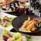 四季折々のSikiの料理とお酒、刺身三種や人気の甘味まで付いたコースとなっております。
