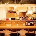 白を基調とした店内は、オシャレでくつろげるカフェ風な雰囲気