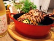 新鮮な馬のサーロインは、クセの無いとっても柔らかい肉です。そのお肉をタルタルにしました。温泉たまご入りの野菜たっぷりの中華風カクテルソースと、とてもよく合う一品です。