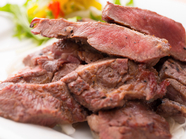 じっくり低温熟成。素材本来の旨味を最大限引き出した『一週間熟成させたとろける牛たん焼き150g』