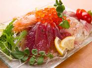 全国から取り寄せた旬の魚介を、あっさりオリジナルソースで『産地直送 海鮮山盛パッチョL(3~4人前)』