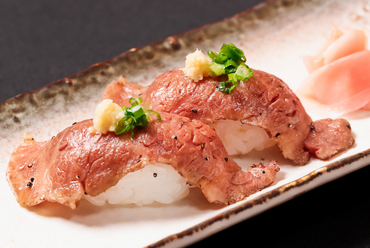口の中でとろけていく贅沢なお肉、味わう程に至福のひと時を感じる『飛騨牛の握り』