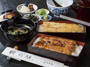 蒲焼きと白焼きの二段重『金銀鰻重』 肝吸付