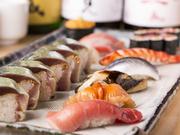 お好みの魚介を単品にぎりで食べられます。ネタは新鮮さが身上。どれも豊洲市場からその日に仕入れたものばかりです。
