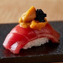 毎朝、豊洲市場で直接買い付けた極上の鮮魚を驚きの価格でご提供致しております。