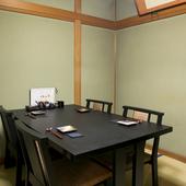 大切な商談や会食は落ち着いた完全個室のテーブル席で