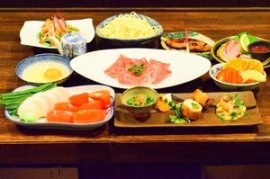 たくさんの野菜と一緒に楽しめる『「佐賀牛」トマトすきやきコース』