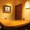 凛とした空気が漂う個室は、巧みな空間使いで安心と親近感を実現