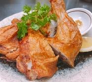 大山どりを使った名物『丸鶏の素揚げ』