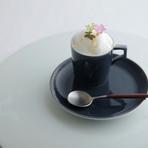 始まりはたまご 卵黄のコンフィとホワイトアスパラガスのフラン 薫製のイクラ