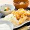ジューシーな鶏天が食べ応え十分。秋田県および九州産の鶏肉を使った『やわらか鶏天ぷらランチ』