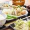 四季折々の味覚を吟味。料理人自らの手で採取した山菜に季節の移ろいを感じる『旬菜天ぷら定食』