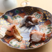 人気のネタを集めた一皿。一品ずつじっくり味わいたい『3点盛』