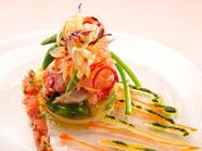 新鮮ならではのプリプリ食感『オマール海老とホタテのマリアージュ 野菜のゼリー寄せ』
