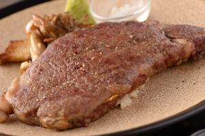 とろけるような柔らかさの『宮崎県産黒毛和牛リブロース(150g)のソテー ワサビとトリュフ塩』