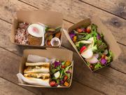 店内でも人気のメニューが電話注文でテイクアウトできます。新鮮・安全な野菜たっぷりのサラダやサンドイッチ、ランチメニュー。