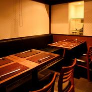 和モダンで落ち着いた空間は、接待や大切な方へのおもてなしの場としても重宝します。テーブル席の個室は6名以上で利用でき、9名まで収容可能。結納や顔合わせなど改まった席にも最適です。