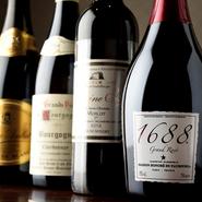 和食をワインと共に味わうのも乙なもの。異色の組み合わせながら、意外な好相性で楽しませてくれます。気軽に飲めるグラスワインから、存分に味わえるボトルワインまで、品揃えも充実。