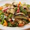 イベリコ豚ステーキとカラフルな季節の野菜が皿を彩る『シシリアンライス』
