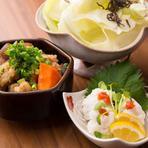 『鱧おとし』など旬の味覚を味わえる一品料理もあります。お茶漬けやご飯セットは〆の食事にぴったり。