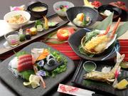 贅沢な食材を使い、和の趣きを大切にした和食懐石。おもてなしの席や、家族のお祝い事などプレミアムなシーンにおすすめです。